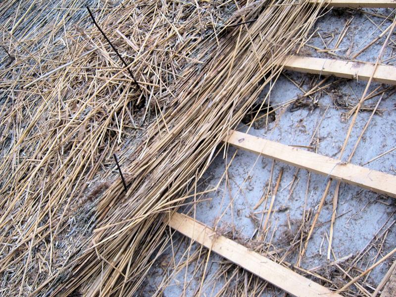 Asbest dakbeschot laten zitten
